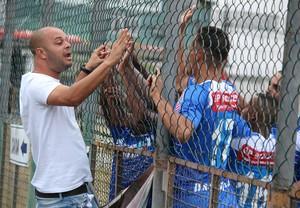 Leandro Silva volta ao comando do Angra nesta quarta-feira (Foto: Divulgação/Angra dos Reis)
