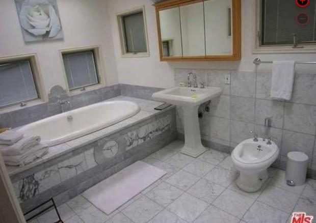 Banheiro da suíte principal (Foto: Reprodução)