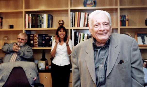 Carreira do humorista começou no rádio e passou pelo teatro até chegar à televisão (Foto: CEDOC Globo)