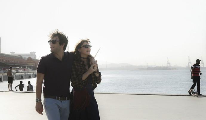 Tiago e Isabela passeiam na zona portuária do Rio (Foto: Raphael Dias/Gshow)