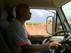 Homem que distribuía currículos em semáforo no DF consegue emprego