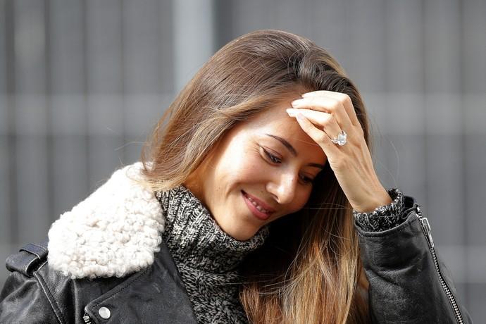 A modelo Jessica Michibata, esposa de Jenson Button, e o anel de diamantes roubado na França (Foto: Getty Images)
