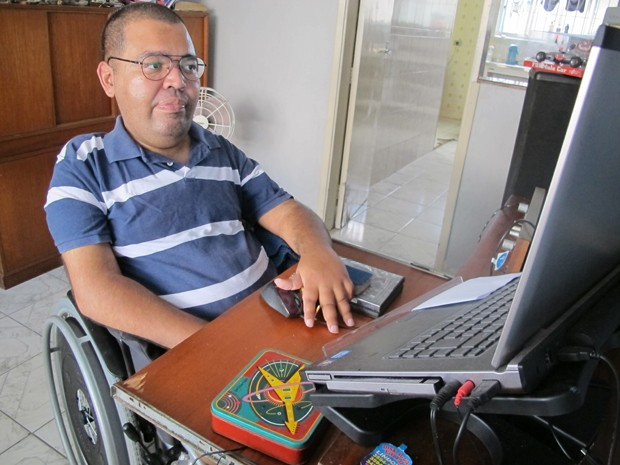 Morador de Praia Grande precisa de transprote adaptado para estudar em Santos, SP (Foto: Anna Gabriela Ribeiro/G1)