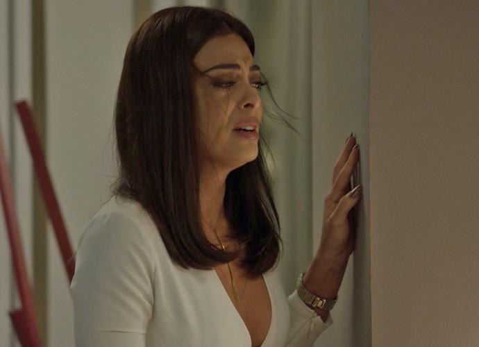 Carolina se desespera com mais um resultado feminino (Foto: TV Globo)