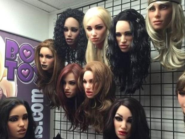 O cliente pode escolher cada detalhe da boneca, cor do cabelo, tipo do corpo.. (Foto: BBC Mundo )