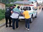 Sem rabecão no IML, corpo é levado em viatura da polícia no interior do AC