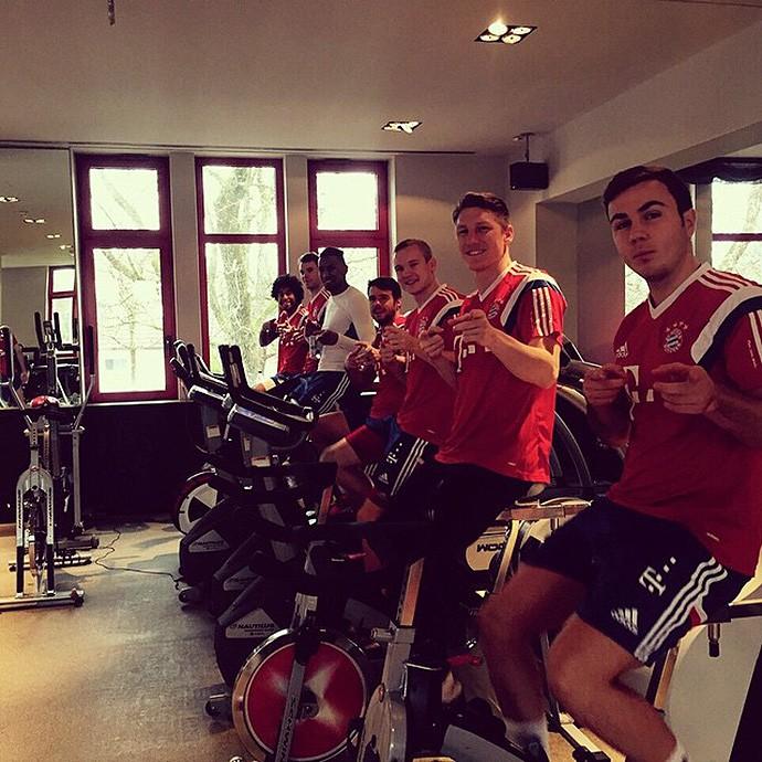 Jogadores do Bayern fazem trabalho físico