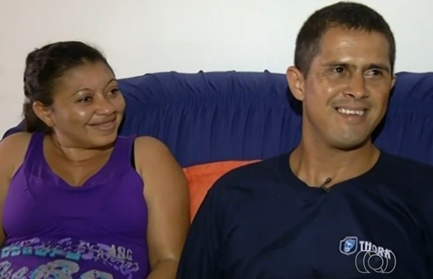 Eliene, que é surda, e Israel, que tem Down, são casados há três anos (Foto: Reprodução/TV Anhanguera)