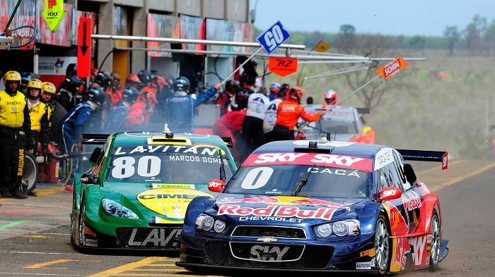 Carros: Cacá Bueno e Marcos Gomes