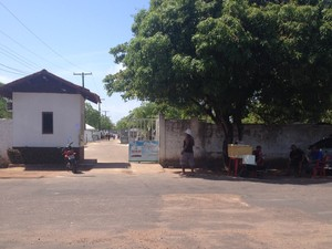 Ambulantes não vão poder comercializar produtos na entrada de cemitérios de Macapá em dia de finados (Foto: Fabiana Figueiredo/G1)