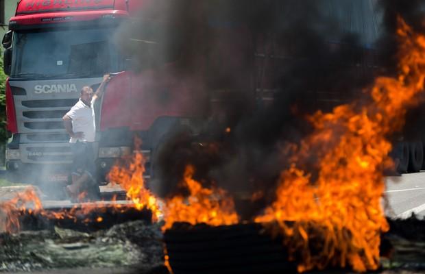 'Não queremos negociar, queremos saída de Dilma', dizem caminhoneiros no RS