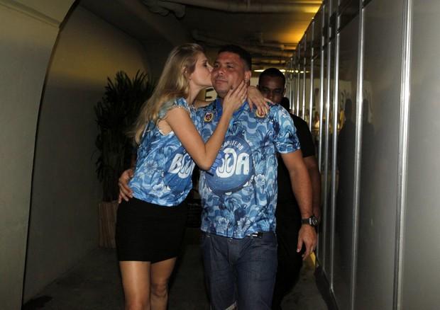 Ronaldo e namorada, Celina Locks (Foto: Marcos Serra Lima/ EGO)