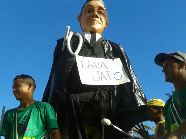 Boneco representa o juiz Sergio Moro no Recife (Foto: Luna Markman/G1)