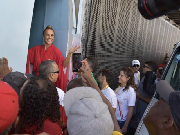 Ivete chega na Barra (Foto: Elias Dantas/Ag. Haack)