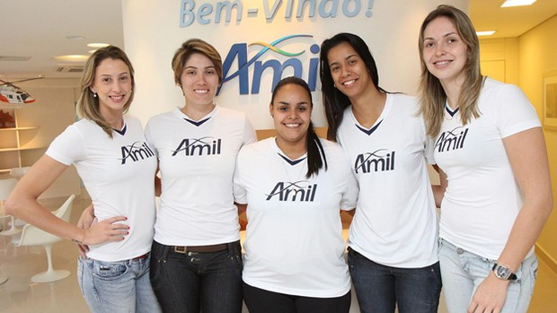 Quinteto se junta ao elenco do v&#244;lei feminino de Campinas (Foto: Rodrigo Capela / Amil)