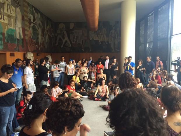 Palácio da Cultura Gustavo Capanema, no Centro do Rio, é ocupado (Foto: Matheus Rodrigues/G1)