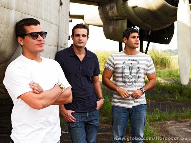 Thiago Martins, Max Fercondini e Dudu Azevedo posam para o site  (Foto: Flor do Caribe / TV Globo)