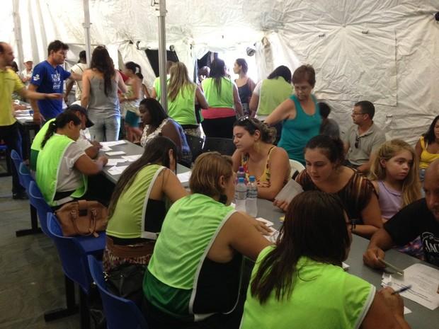 Moradores buscam doses contra febre amarela (Foto: Narayanna Borges/Inter TV)
