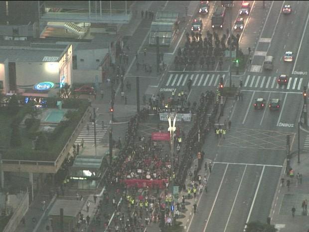 Protesto contra a Copa na Avenida Paulista/GNews (Foto: Reprodução GloboNews)