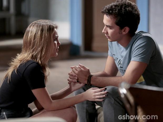 Eles se explicam um ao outro e entendem toda a verdade (Foto: Felipe Monteiro / TV Globo)