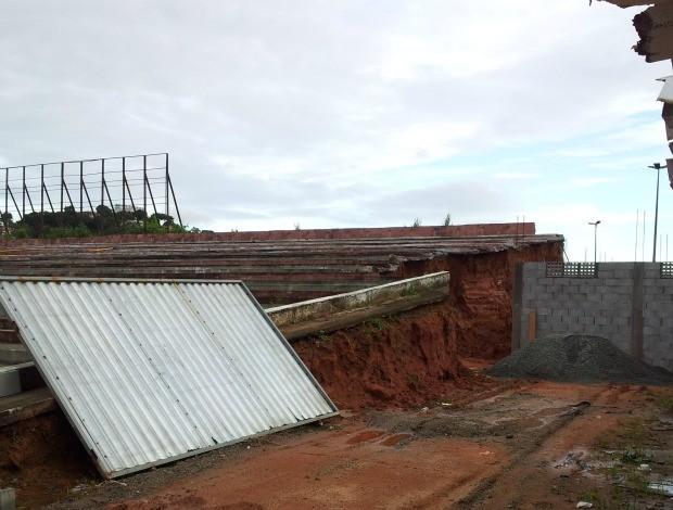 Tobogã do Estádio Engenheiro Araripe (Foto: Bruno Marques/Globoesporte.com)