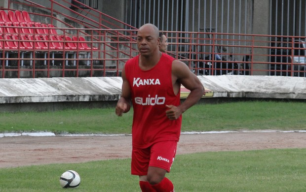 Denilson, atacante do CRB (Foto: Leonardo Freire/GLOBOESPORTE.COM)