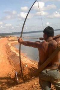 Protesto indígena contra a construção da usina de Belo Monte (Foto: Glaydson Castro / TV Liberal)