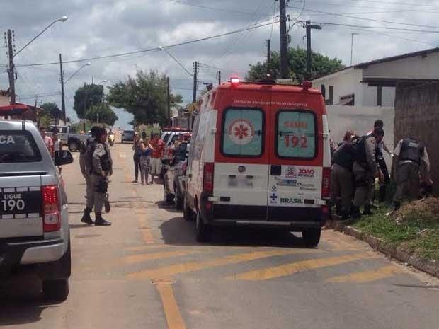 Vítima foi baleada na calçada onde andava, no Alto do Mateus (Foto: Walter Paparazzo/G1)