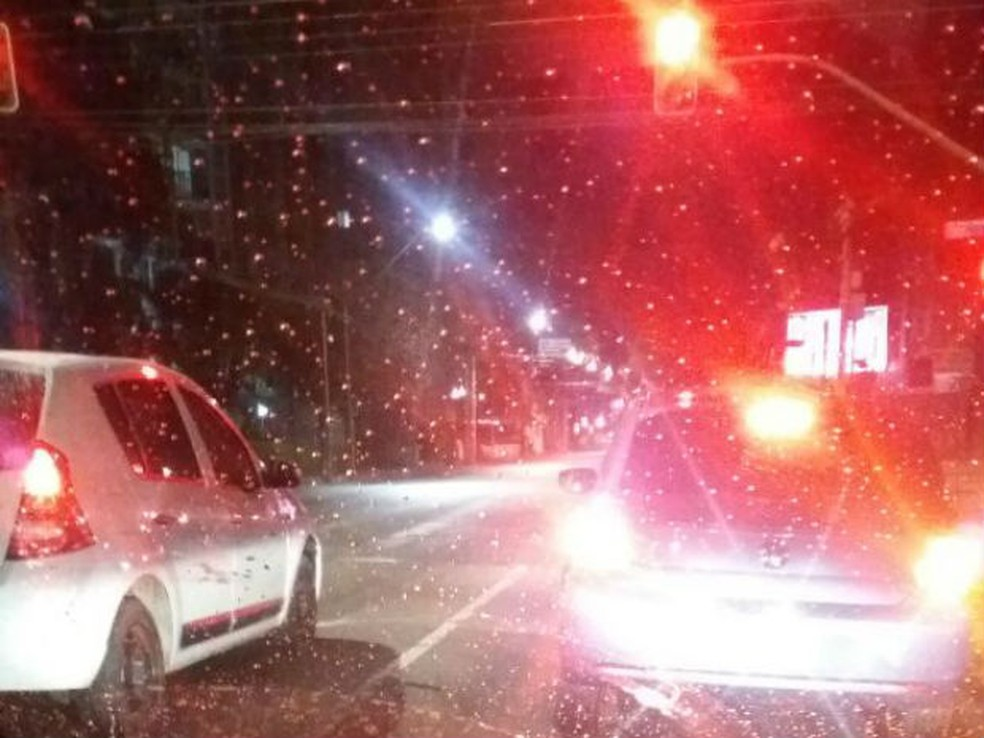 Curitiba teve chuva congelada em alguns bairros  (Foto: Ana Cláudia Freire/RPC)