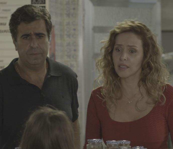Os dois são surpreendidos pela chegada de Carlinhos e Dayse (Foto: TV Globo)