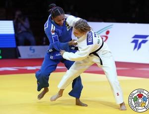 Erika Miranda vence russa na final e é ouro no Grand Slam de judô