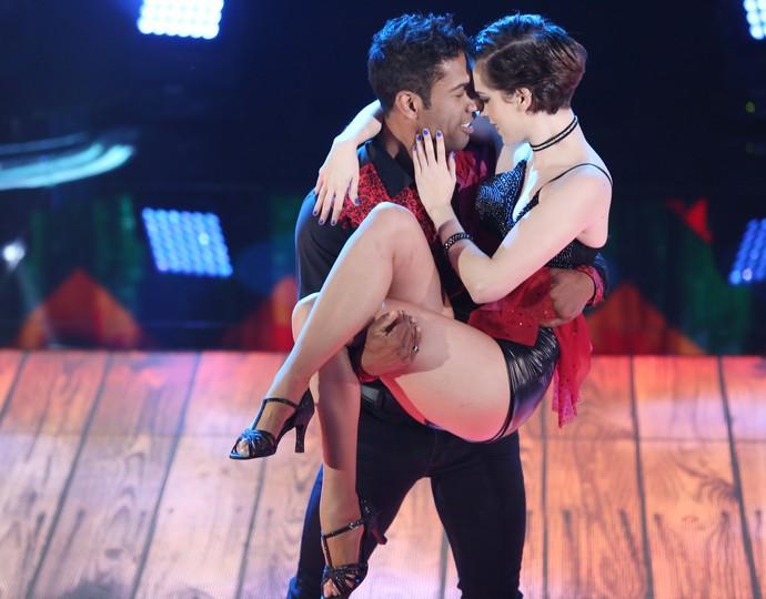 Sophia Abrahão dança com o professor Rodrigo Oliveira  (Foto: Carol Caminha/Gshow)