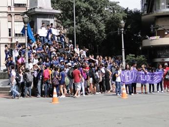 Menifestação de estudantes no Centro de Belo Horizonte. (Foto: Pedro Triginelli/G1)