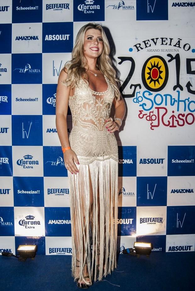 Iris Stefanelli em festa de réveillon em Fernando de Noronha  (Foto: Marcelo Loureiro / AgNews)