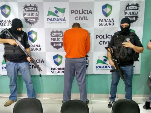 Suspeito foi apresentado na Delegacia de Maringá, nesta tarde (Foto: Junior Evangelista/RPC)