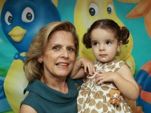 Avó, Vera Suzana, com a neta Luiza (Foto: Arquivo Pessoal)