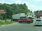 Caminhões colidem e afetam trânsito em avenida de Manaus