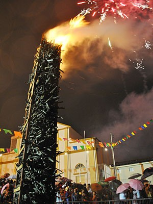 Fogueira gigante em Caruaru (Foto: Thomás Alves / TV Asa Branca)