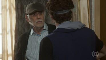 Gaetano orienta Peppino a guardar segredo sobre mudança da família