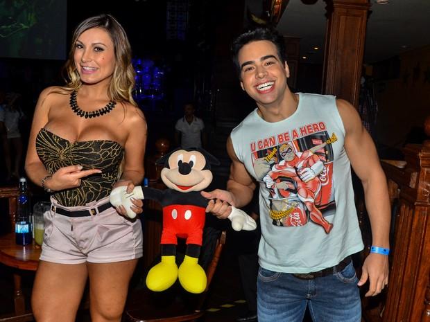 Andressa Urach com Vinícius Pin, o Mister Espirito Santo, vem boate no Rio (Foto: Caio Duran/ Ag. News)