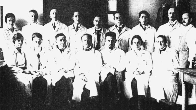 Equipe de Julius Hallervorde antes da guerra. Ele é o segundo à esquerda na fileira de cima (Foto: Reprodução)
