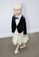 Menina de 4 anos faz sua estreia no SPFW e rouba a cena