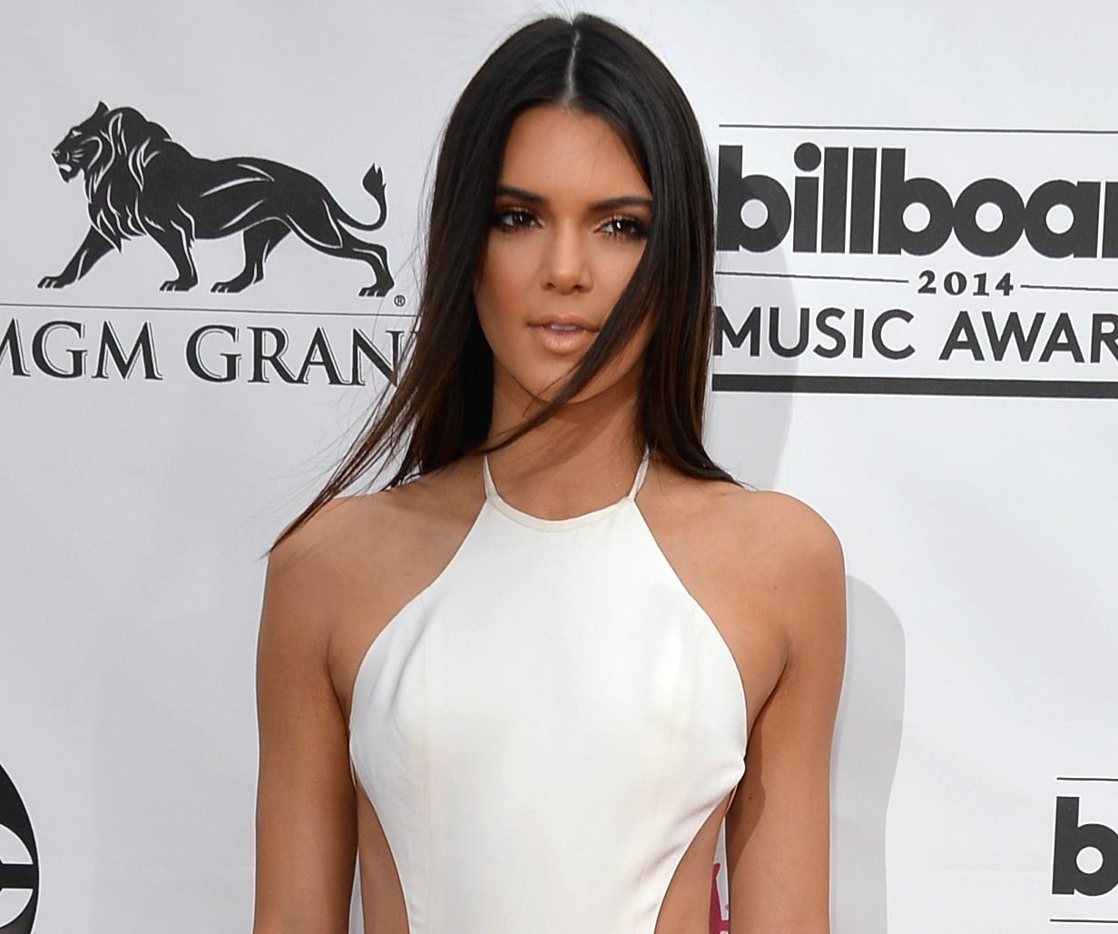Aos 18 anos, Kendall Jenner já está até conseguindo brilho próprio como modelo. Ela é filha de Kris Jenner, matriarca das Kardashians e estrela de televisão, com o ex-atleta olímpico Bruce Jenner. (Foto: Getty Images)