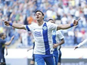 Giuliano comemora gol pelo Dnipro (Foto: Divulgação/Site Oficial do Dnipro)