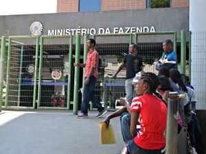 Servidores federais no Acre estão com receio no atendimento de imigrantes (Foto: Caio Fulgêncio/G1)