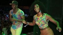 Atriz Erika Januza aproveita show do É o Tchan no 3º dia de festa (Fred Pontes / Divulgação)