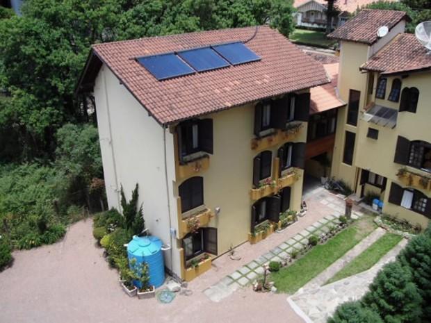 Pousada possui aquecimento solar e reservatório para água da chuva (Foto: Divulgação)