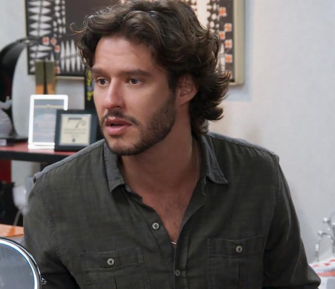 Henrique escuta tudo com atenção (Foto: TV Globo)