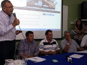 Reunião de emergência do Consórcio PCJ, em Americana, sobre estiagem na região de Campinas  (Foto: Luciano Calafiori/G1)