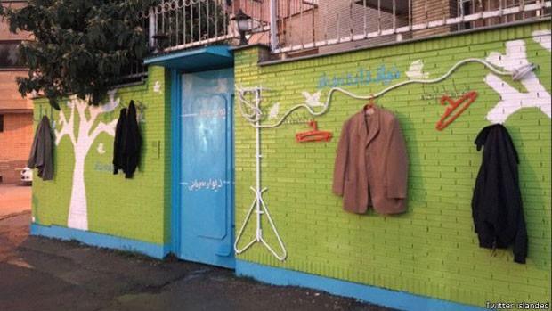 O 'muro da gentileza' em Shiraz  (Foto: Twitter islanded)